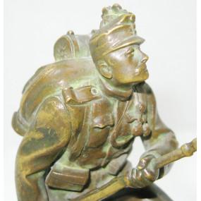 Bronzestatuette eines Schützen der k. k. Landwehr-Gebirgstruppen