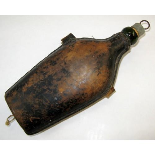 WWI Feldflasche aus Glas mit Lederüberzug