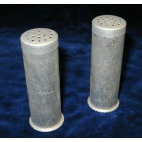Schwerter zu Pflugscharen, Pfeffer und Salzstreuer aus Signalpatronenhülsen