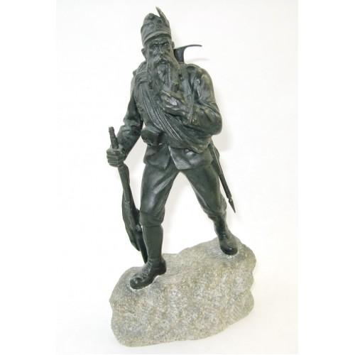 Bronzefigur eines Angehörigen der k. k. Gebirgstruppen