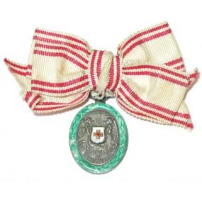 Ehrenzeichen vom Roten Kreuz, Silberne Ehrenmedaille mit KD