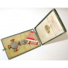 Silbernes Verdienstkreuz mit Krone im Etui
