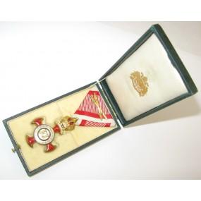 Goldenes Verdienstkreuz mit der Krone  im Etui