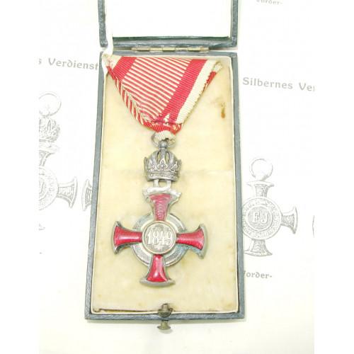 Silbernes Verdienstkreuz mit der Krone mit Etui und Statuten