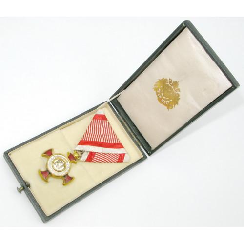 Goldenes Verdienstkreuz im Etui