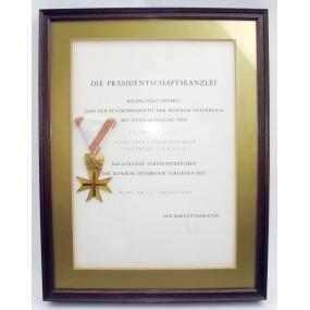 Goldenes Verdienstzeichen für Verdienste um die Republik Österreich  mit Urkunde