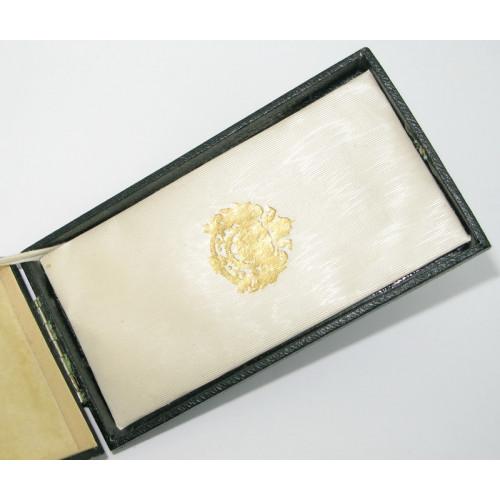 Österreich / K.u.K. Monarchie, Etui zum Goldenen Verdienstkreuz mit der Krone